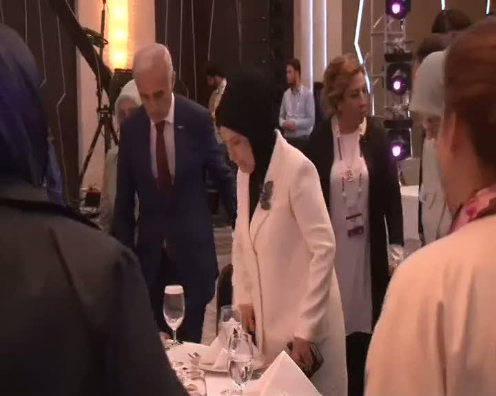 """Emine Erdoğan: """"Kadınların aile içi sorumluluklarını unutmaması gerekir"""""""