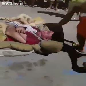 Yatağa bağlayıp yaktılar!