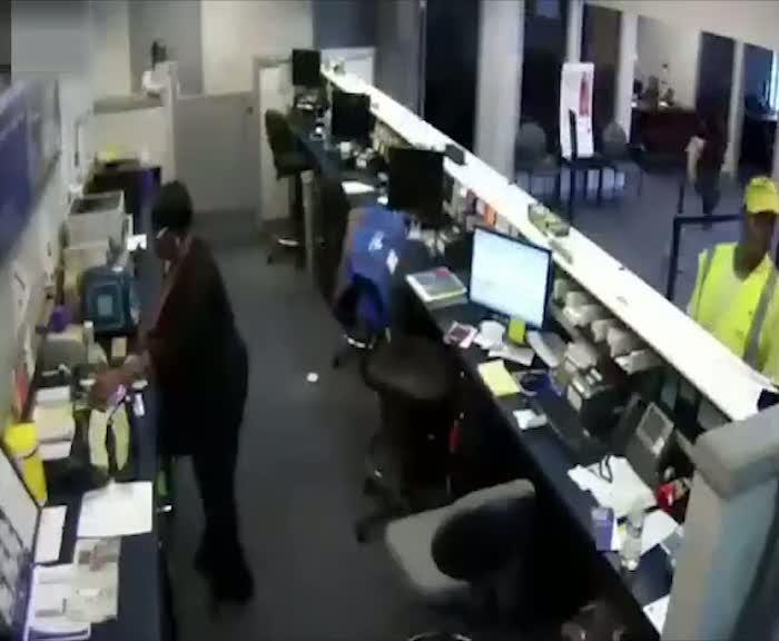 Banka soyguncusu kurşun yağmurunda böyle can verdi!