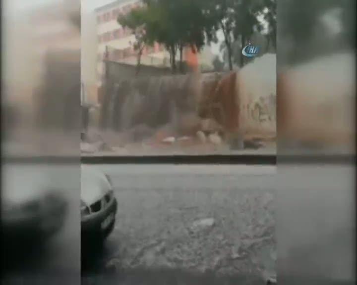 Kuvvetli yağış okulun duvarın böyle yıktı
