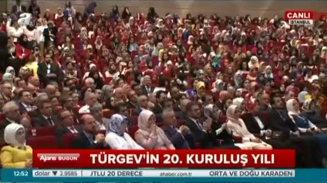 Cumhurbaşkanı Erdoğan okuduğu şiirle gençleri duygulandırdı