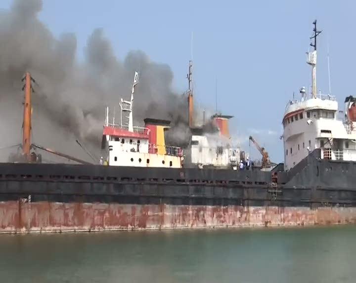 Mersin'de yük gemisinde yangın