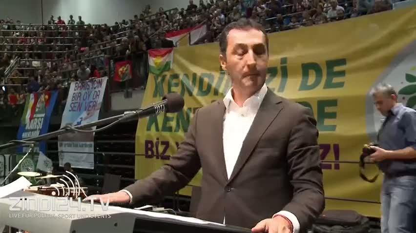 Cem Özdemir PKK flamaları altında HDP'ye oy istedi!