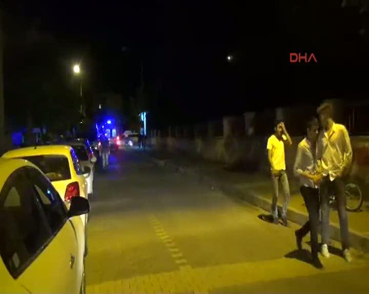 Parkta tartıştığı kişi tarafından bıçaklandı