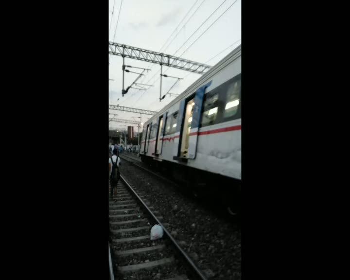 İzmir'de yolcu treni ile yük treni çarpıştı