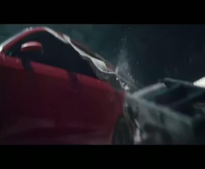 Filmler için istediği modele bürünebilen otomobil!