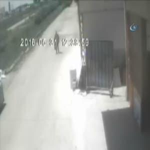 Seyyar satıcı kılığında gelen hırsız kameraya yakalandı