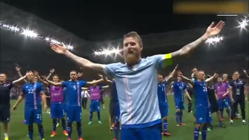 İzlandalı oyunculardan maç sonu Viking sevinci