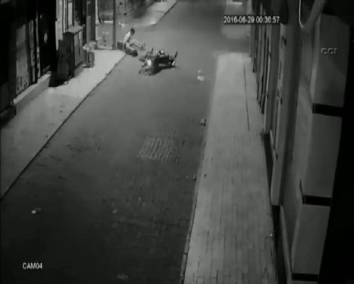 Kula'daki motosiklet kazası kamerada