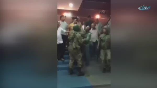 Valiliği basan askerlere vatandaş engeli