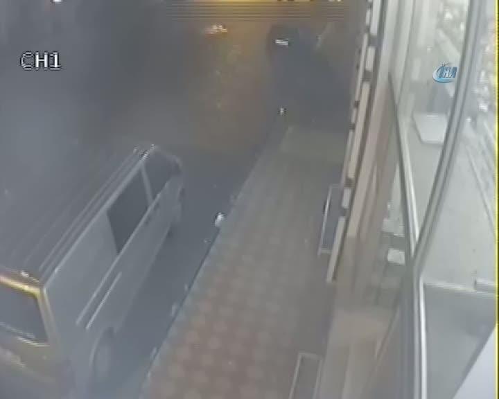 Diyarbakır'da teröristlerin geri püskürtülmesi güvenlik kamerasına yansıdı