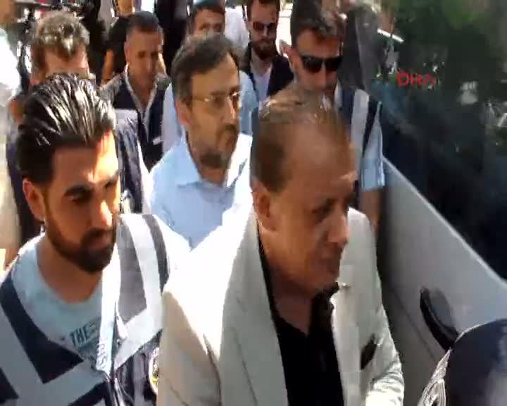 Adana'da gözaltındaki gazeteciler adliyeye sevk edildi
