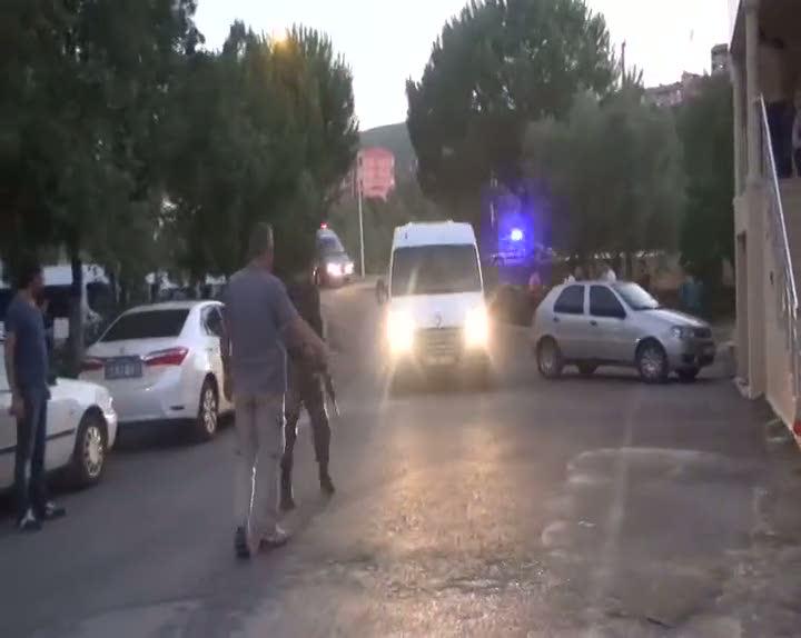 Virajı alamayan sürücü karşı şeride geçti: 15 yaralı