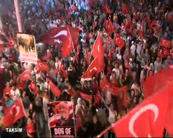 İstanbul'da demokrasi nöbeti devam ediyor
