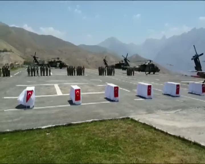 Hakkari'de şehit düşen 8 asker için uğurlama töreni düzenlendi