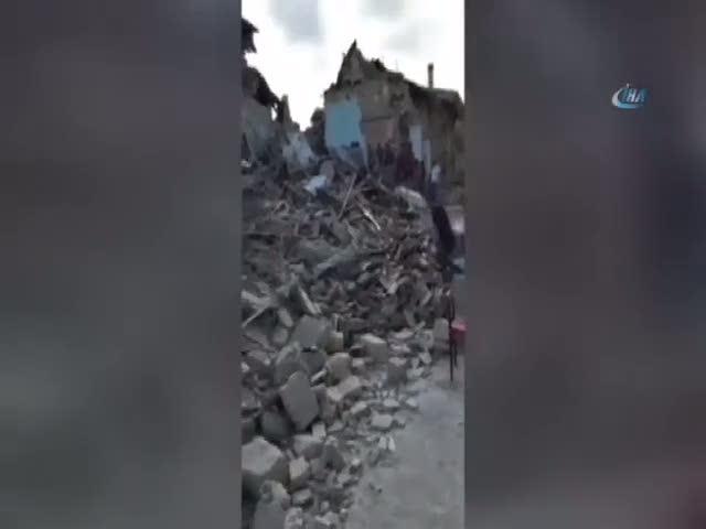 İtalya'yı deprem vurdu: 21 ölü