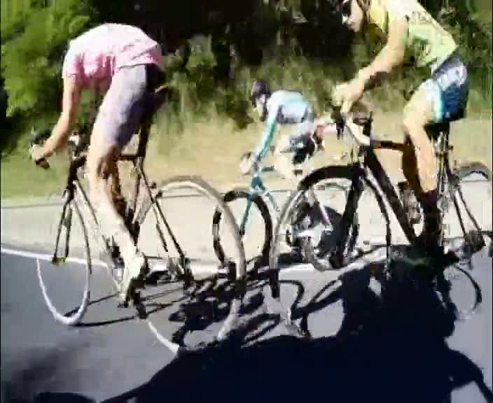 İşte pedal çevirmeden tüm rakiplerini geçen bisikletçi
