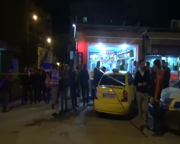 Ticari taksi kaldırıma çıktı, kazada 6 kişi yaralandı