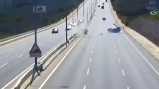 İbretlik trafik kazaları MOBESE kameralarında