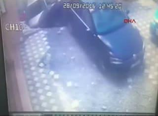 İstanbul'da yolun çökme anı kamerada