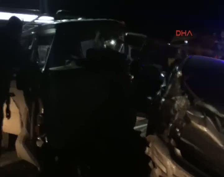 Kamyonetle otomobil çarpıştı 5 yaralı
