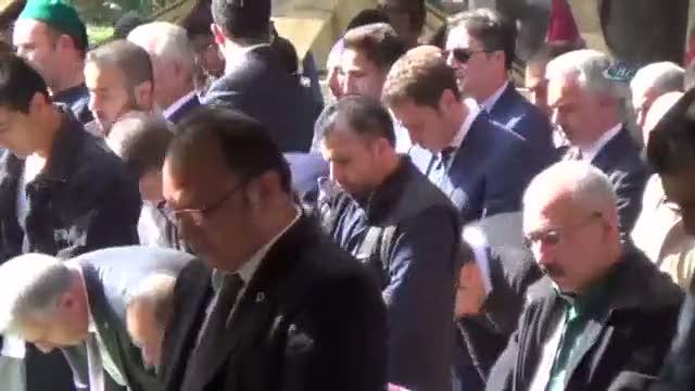 Başbakan Yıldırım Cuma namazını bahçede kıldı