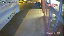 Marketten yapılan hırsızlık kameraya yansıdı
