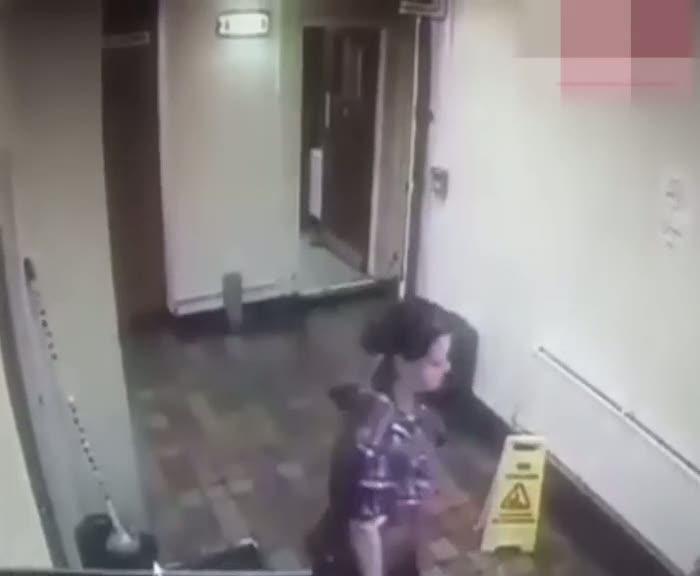 Kendi kendine hareket eden eşyalar temizlikçi kadını böyle korkuttu