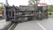 Meyve yüklü kamyon devrildi, cadde trafiğe kapandı