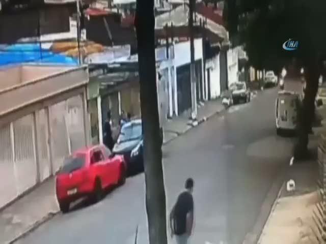 Motosikletle yaklaşan hasmını böyle vurdu