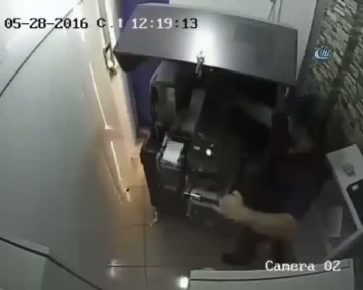 Bankamatik dolandırıcılarının yeni yöntemi polisi bile şaşırttı