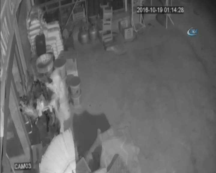 Market soyan hırsızlar güvenlik kamerasına takıldı