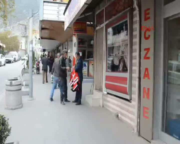 Kırkağaç'ta esnafa 500 Türk bayrağı dağıtıldı