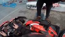 İlk defa go-kart'a binen kadın sürücünün korkutan kazası kamerada