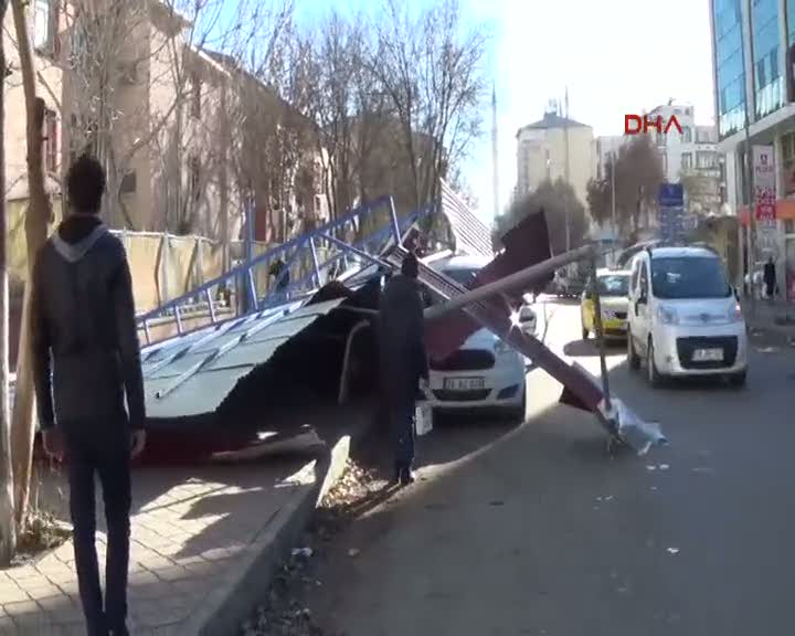 Iğdır'da rüzgar çatı uçurdu, uçak seferleri iptal