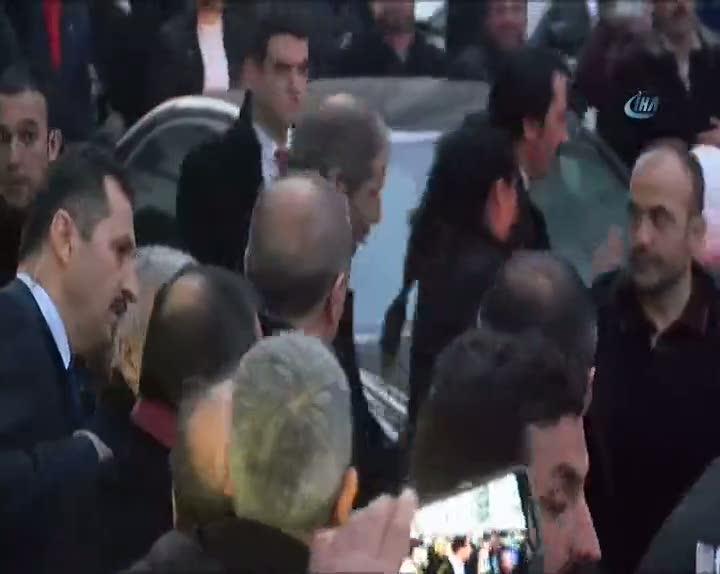 Cumhurbaşkanı Erdoğan, pankart açan genç kızı evinde ziyaret etti