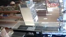Eroin parası için çocukların küpesini gasp eden karı koca kamerada