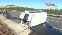 İşçi minibüsü devrildi: 2'si ağır, 13 yaralı