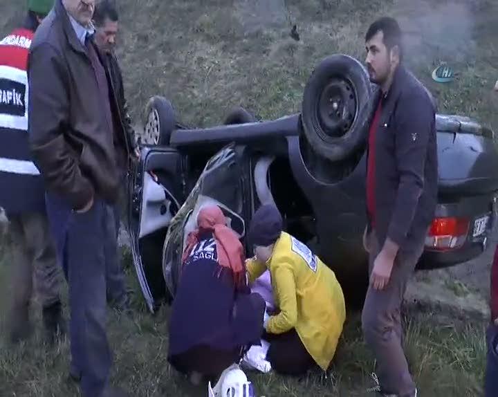 Sağanak yağışta kayan otomobil takla attı: 2 yaralı