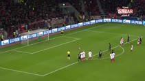 Galatasaray'ın eski kalecisi Şampiyonlar Ligi'nde kendi kalesine gol attı