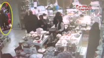 Küçük çocuğa hırsızlık yaptırırken güvenlik kameralarına yakalandılar