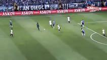 Kendi yarı sahasından inanılmaz bir gol attı!