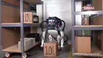 Onuru kırılan robotun davranışı şaşırttı!
