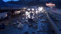 Turşu Kamyonu devrildi, tonlarca turşu asfalta yayıldı