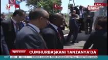 İki Cumhurbaşkanı Tanzanya'da karşılıklı davul çaldı