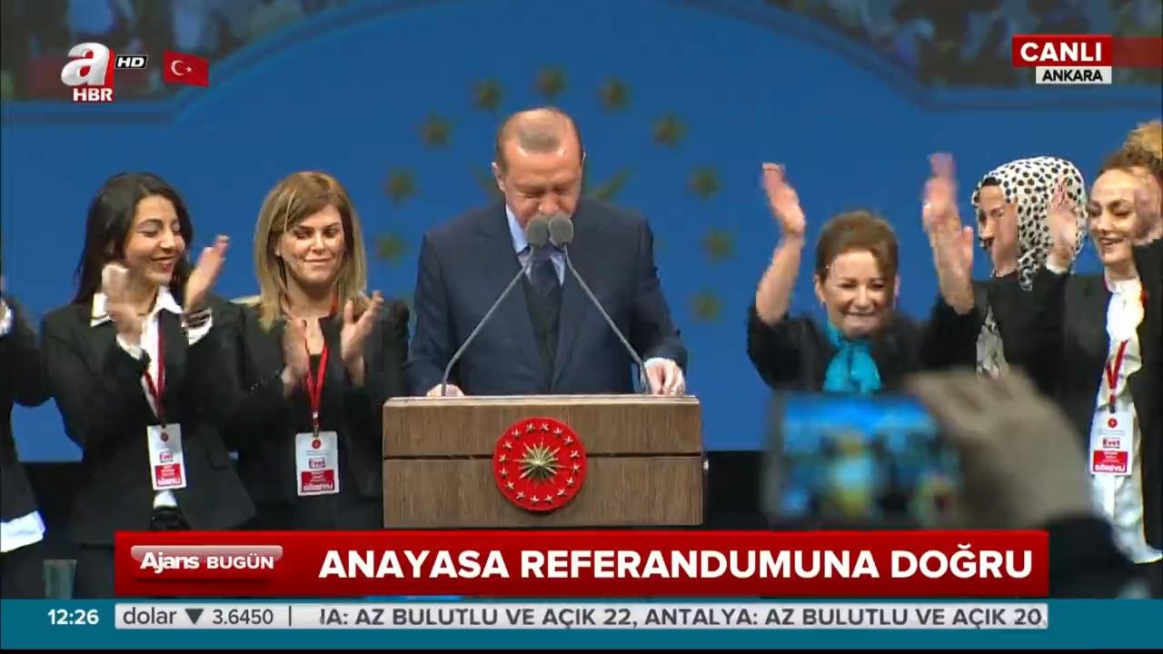Cumhurbaşkanı Erdoğan, canlı yayında bakanlar kurulu kararnamesini imzaladı